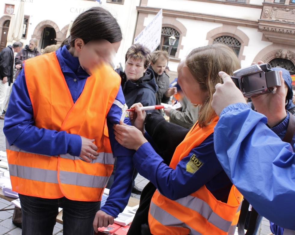Акция в ответ на попытку запретить униформу FDJ, 2010 год
